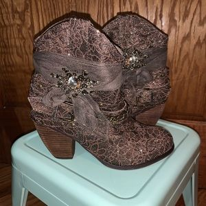 🆕 Bedazzled Western Booties Sz 8